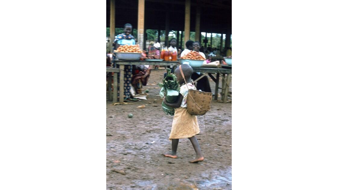 Congo 70 Ouesso Une petite cliente
