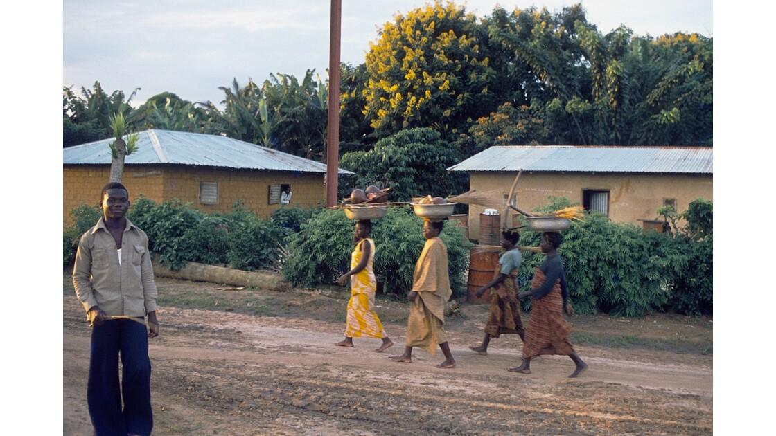 Congo 70 Sangha Retour au village 2