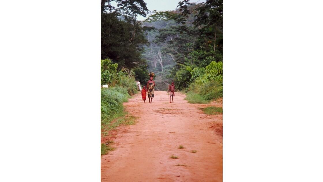 Congo 70 Sangha Village sur la piste entre Ouesso et Souanké 2