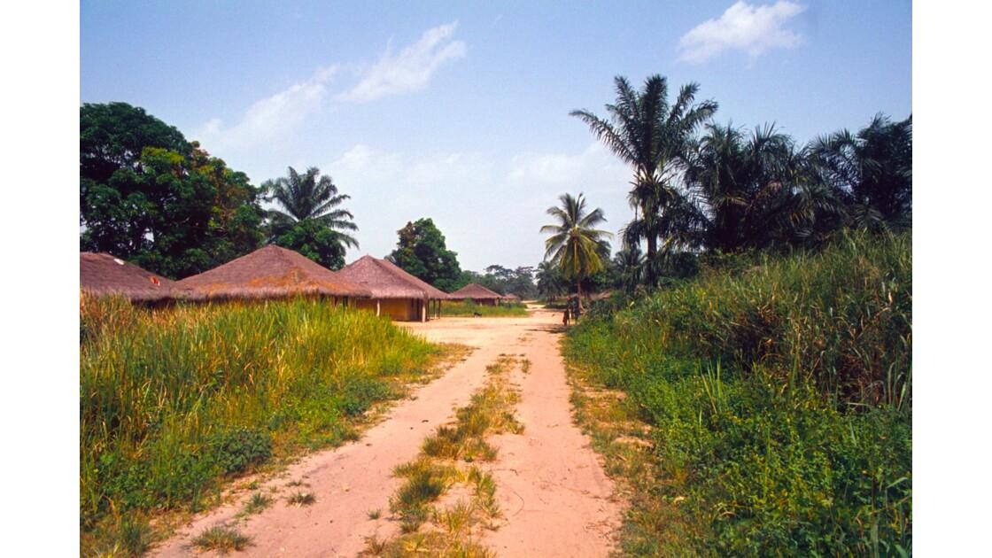 Congo 70 Sangha Village sur la piste entre Ouesso et Souanké 4