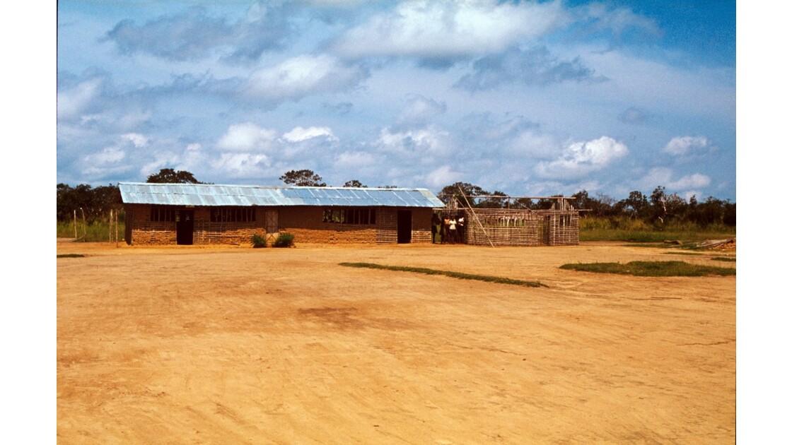 Congo 70  Ecole entre Kellé et Etoumbi
