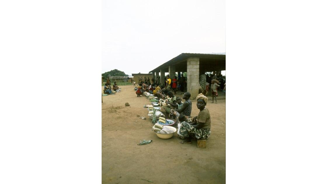 Congo 70 Etoumbi Le marché 2