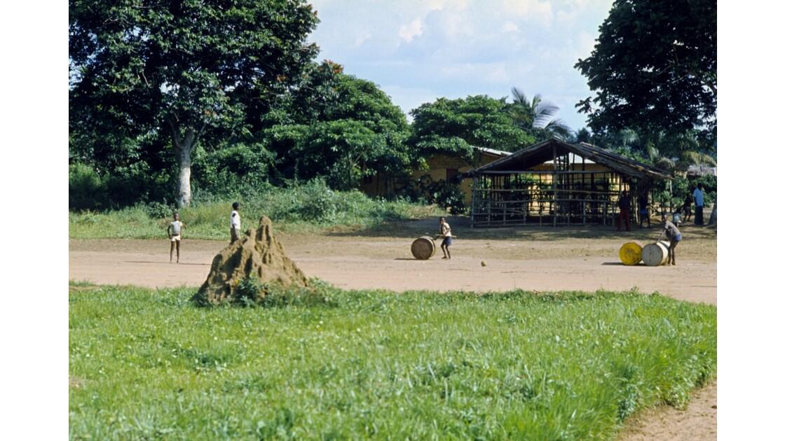 Congo 70  Etoumbi le jeu des tonneaux 2