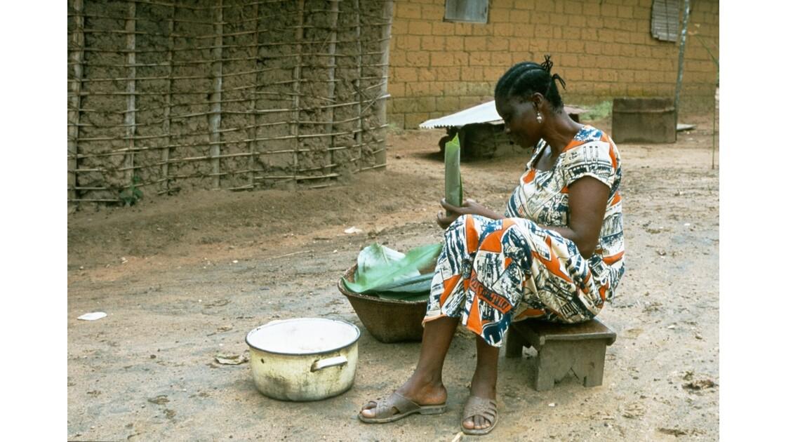 Congo 70 Kellé Préparation du manioc 1