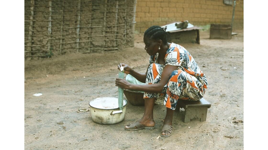 Congo 70 Kellé Préparation du manioc 2