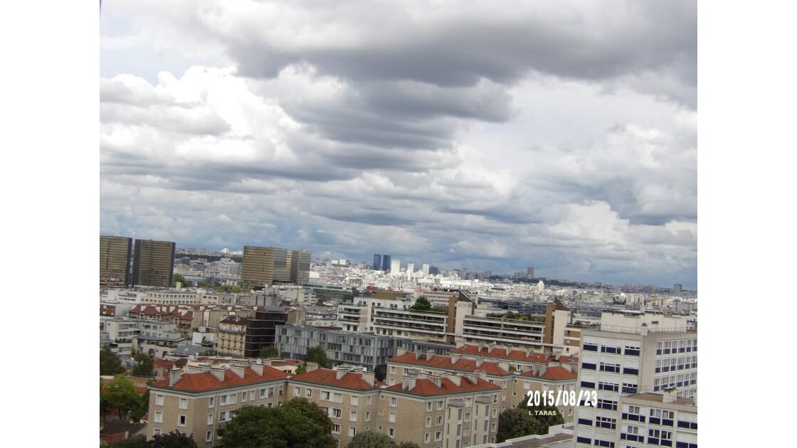 Ciel nuageux et lourd sur Paris
