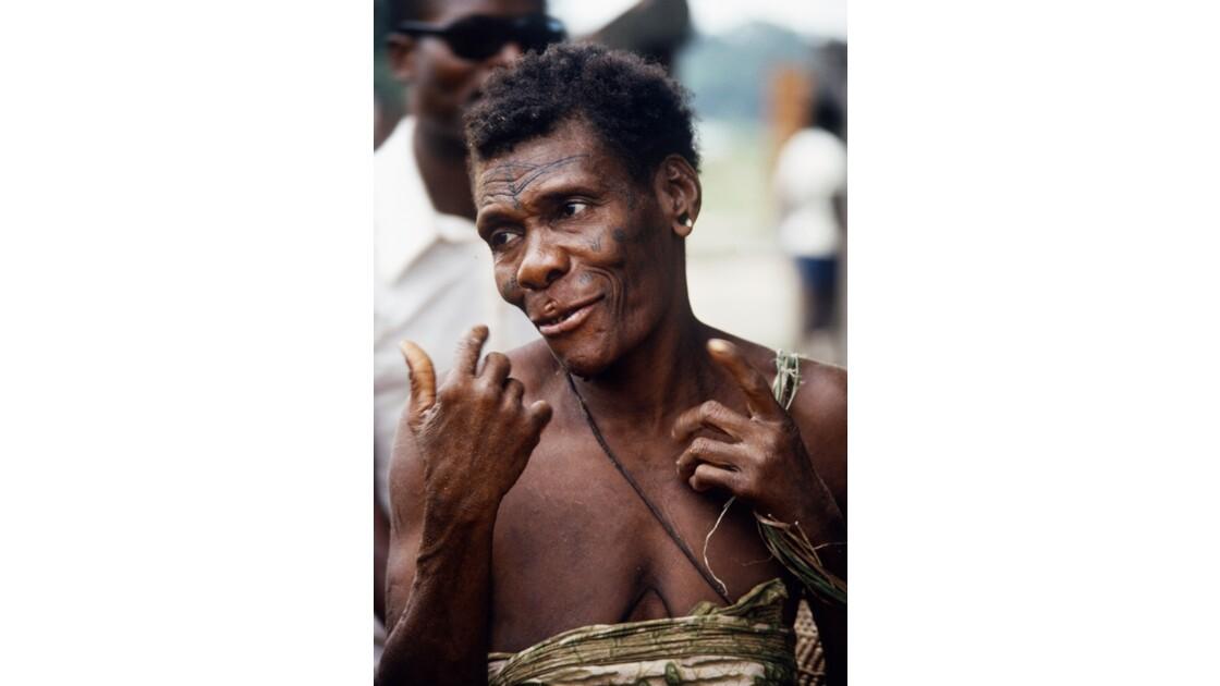 Congo 70 Femme pygmée à la scierie de MBirou 6