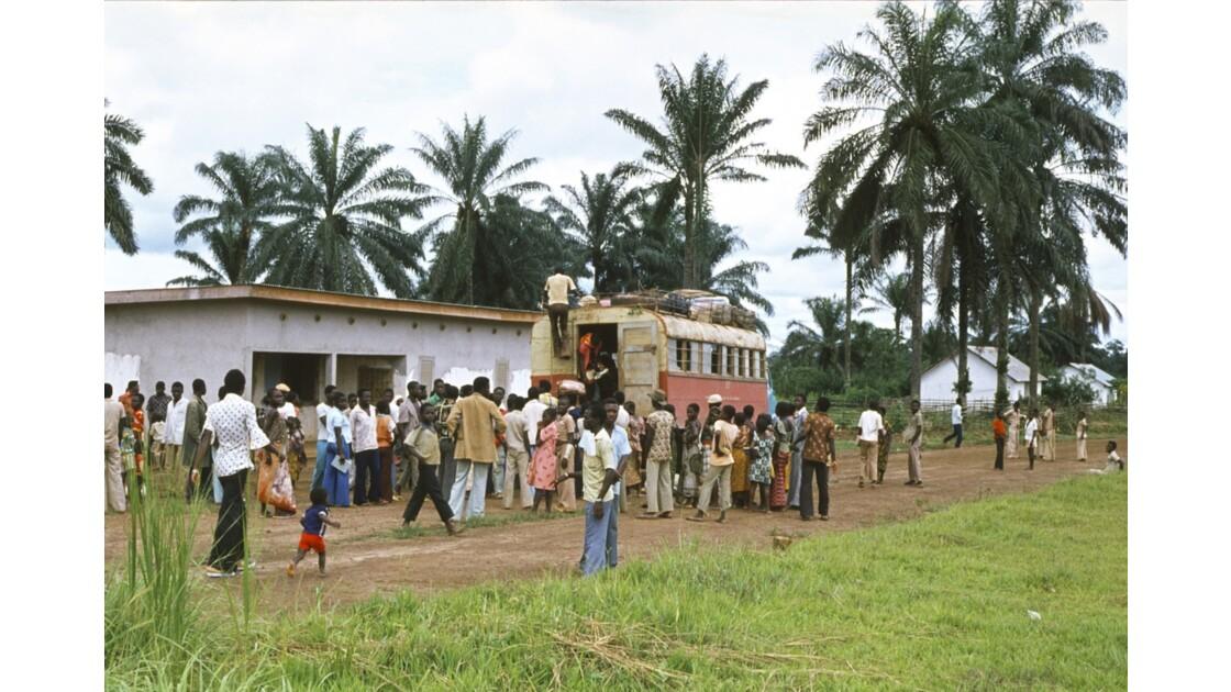 Congo 70 Zanaga Le car pour Sibiti 5