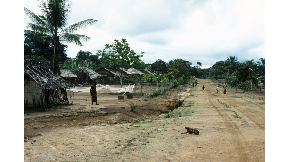 Congo 70 Village entre Zanaga et Misasa 1