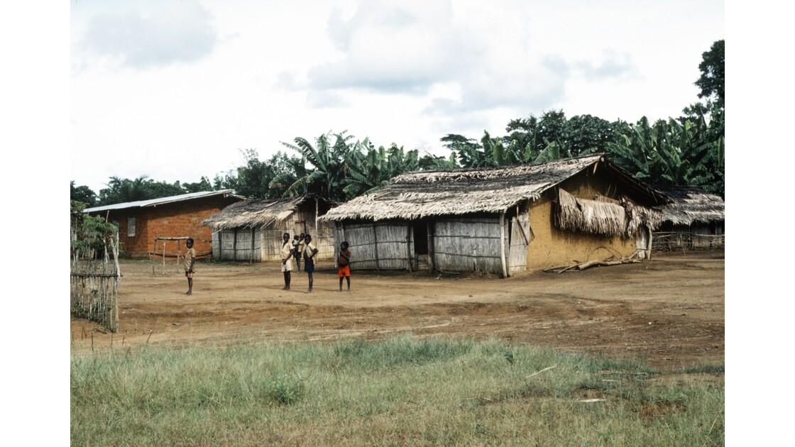 Congo 70 Village entre Zanaga et Misasa 3
