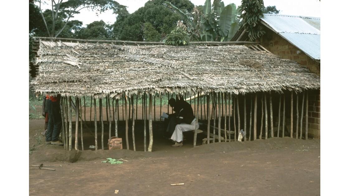 Congo 70 Zanaga-Bambama  Elèves sous le Mbongui