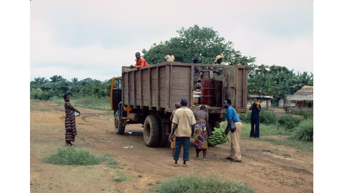 Congo 70 Zanaga-Bambama Achat d'un régime de bananes 1