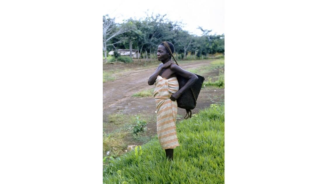 Congo 70 Zanaga-Bambama une villageoise