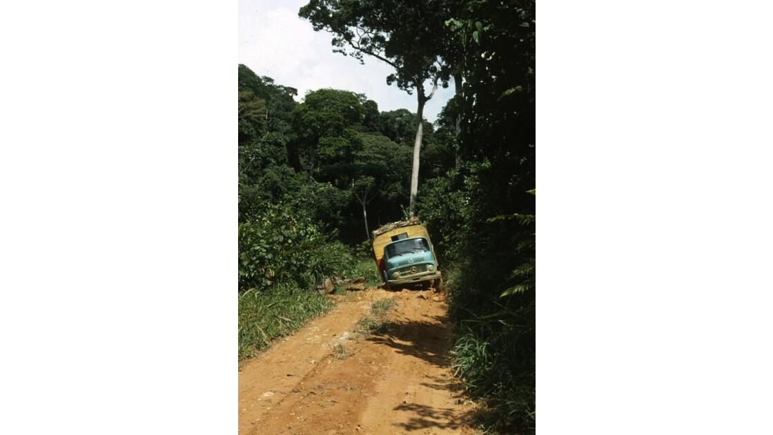Congo 70 Le car Zanaga - Sibiti  en difficulté