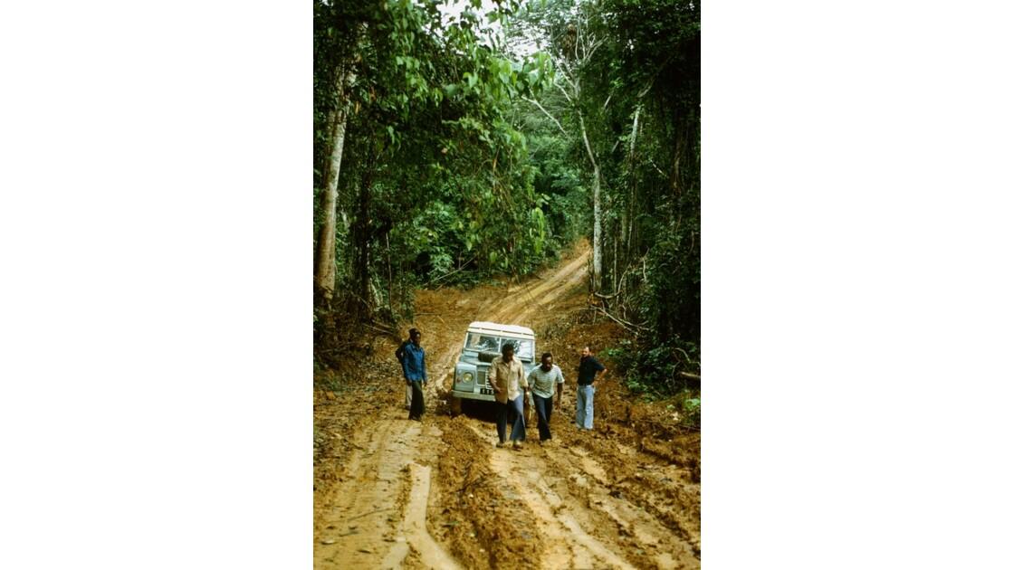 Congo 70 Forêt du Chaillu bourbier 2