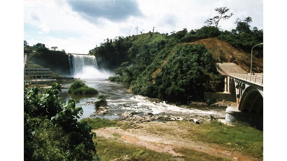 Congo 70 Moukoukoulou Les chutes de la Bouenza et le pont
