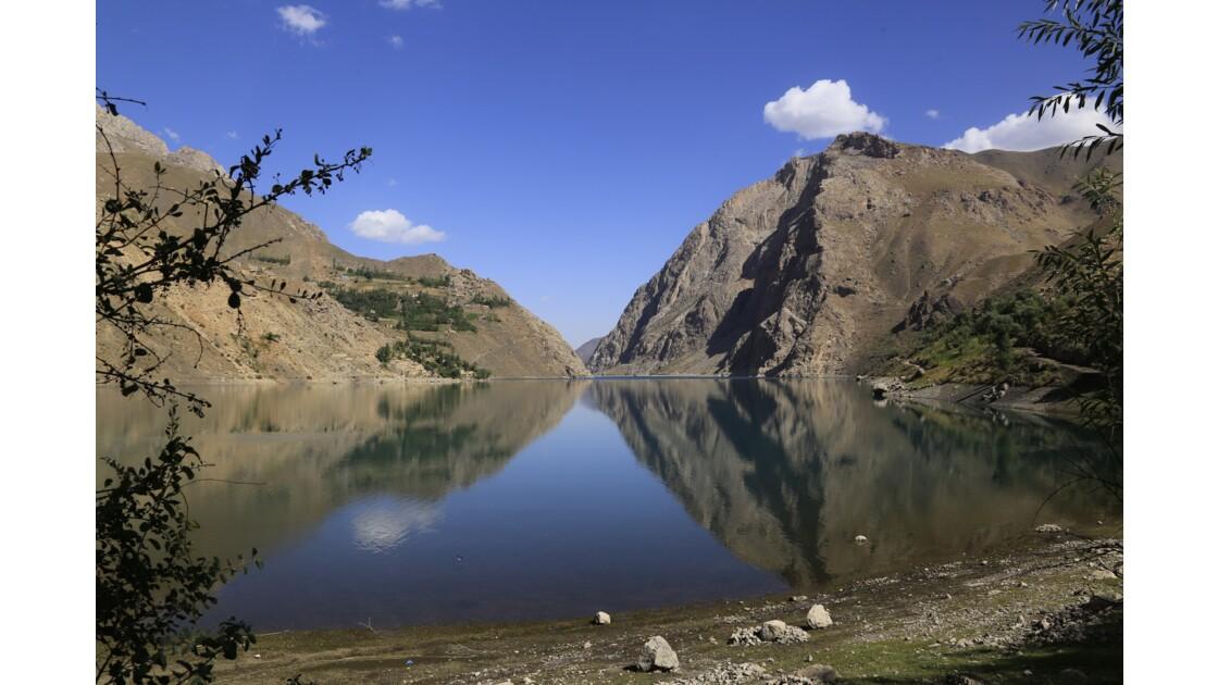 Un lac au Tadjikistan Près de Margouzor