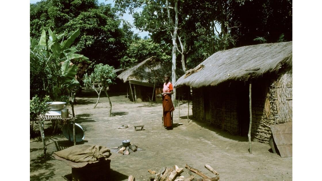 Congo 70 Plateaux Téké Village entre Lékana et Kébara 19