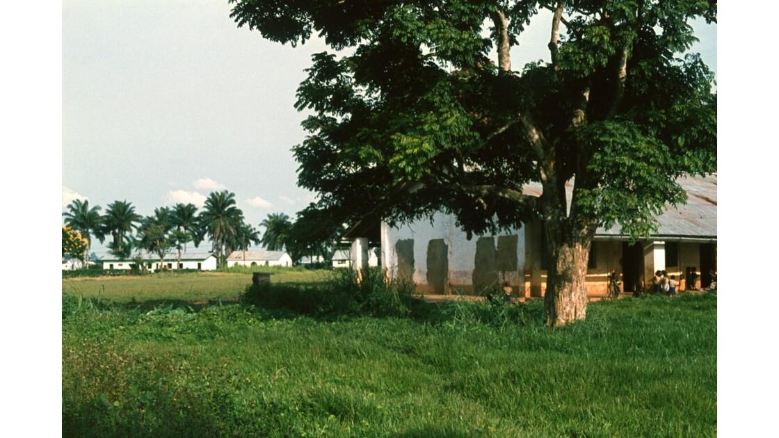 Congo 70  Plateaux Téké Une école de Lékana 1