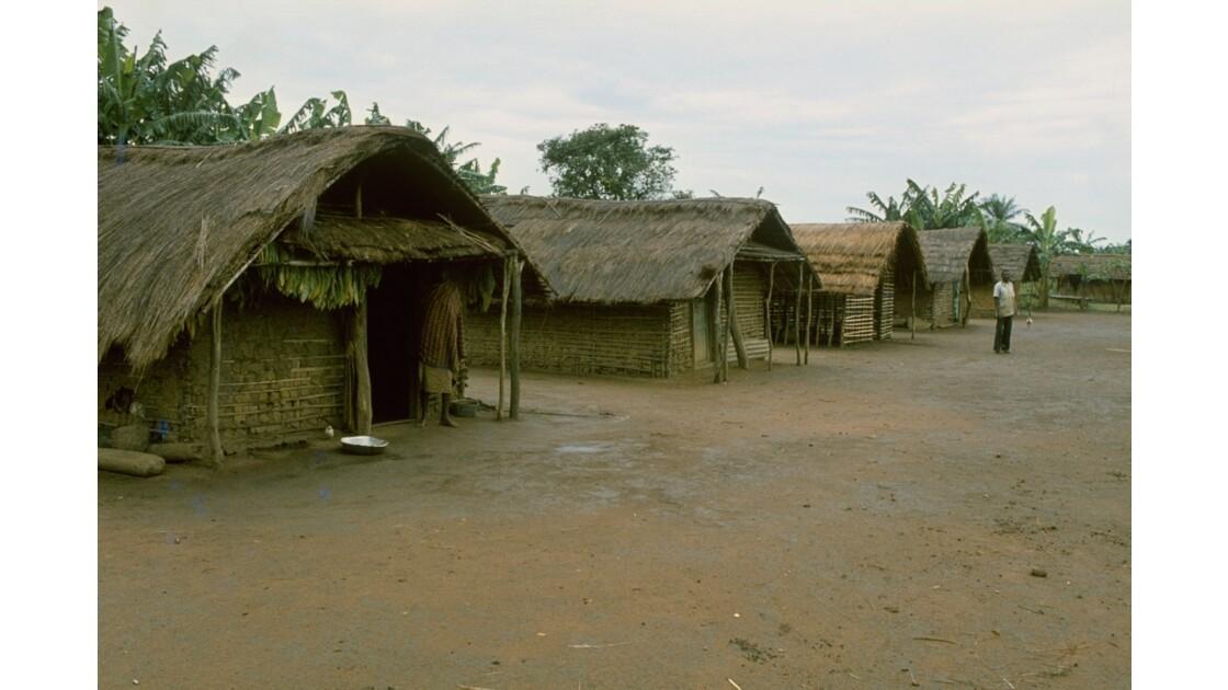 Congo 70 Plateaux Téké Village entre Lékana et Kébara 1
