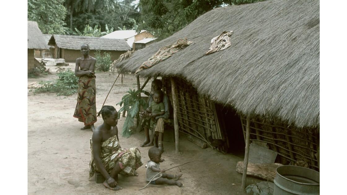 Congo 70 Plateaux Téké Village entre Lékana et Kébara 2