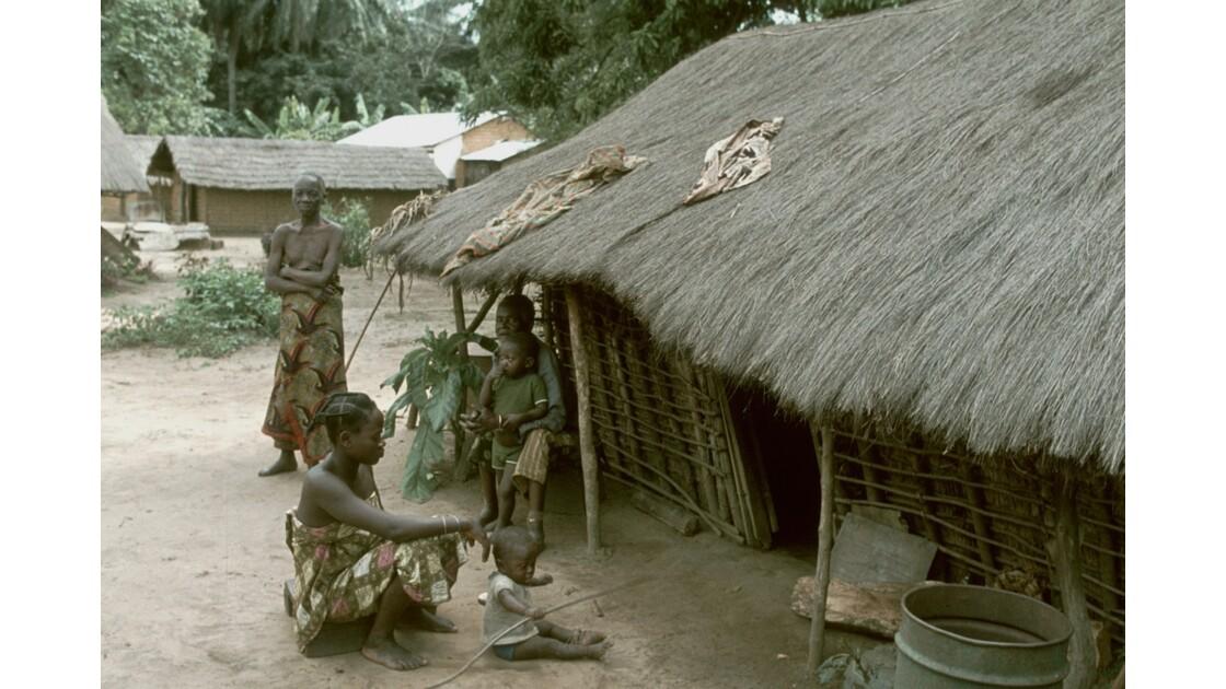 Congo 70 Plateaux Téké Village entre Lékana et Kébara 3