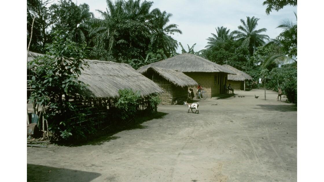 Congo 70 Plateaux Téké Village entre Lékana et Kébara 7