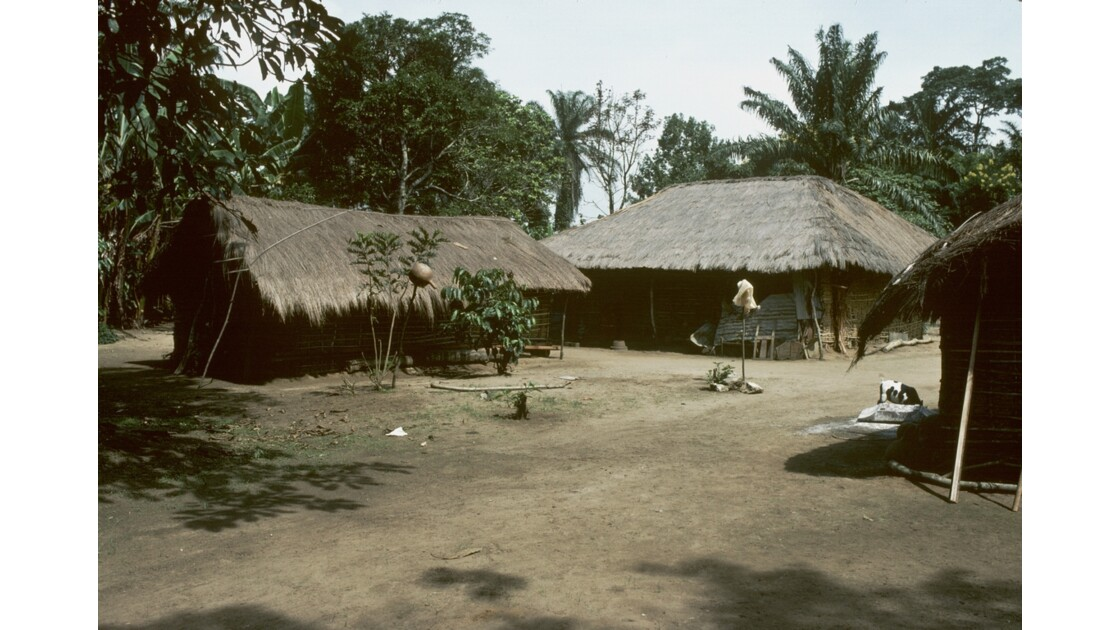 Congo 70 Plateaux Téké Village entre Lékana et Kébara 16