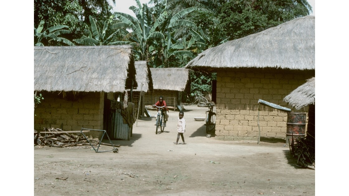 Congo 70 Plateaux Téké Village entre Lékana et Kébara 17