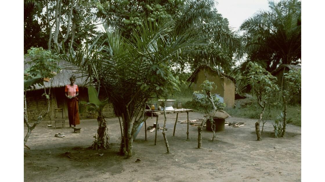Congo 70 Plateaux Téké Village entre Lékana et Kébara 18
