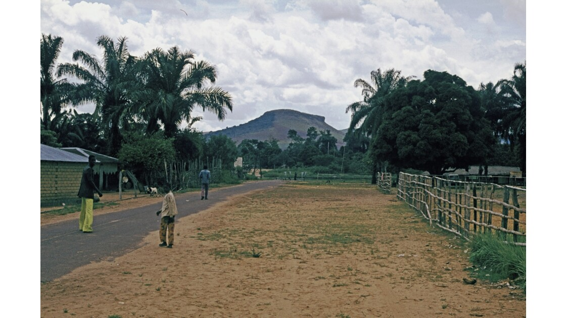 Congo 70 Route du nord Bac  la Léfini