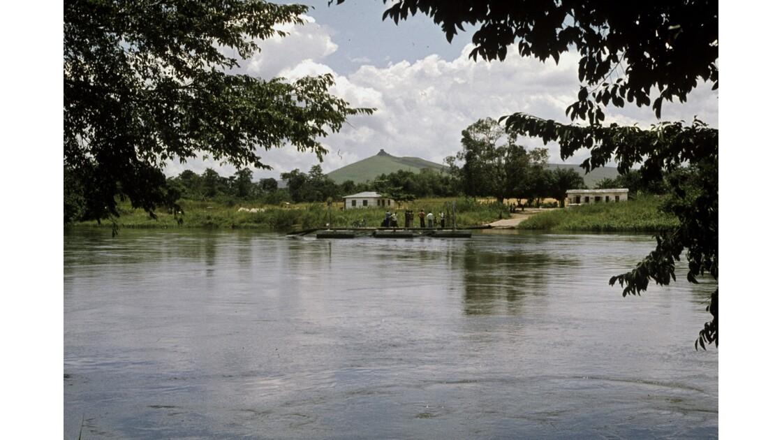 Congo 70 Route du nord Bac sur la Léfini 1