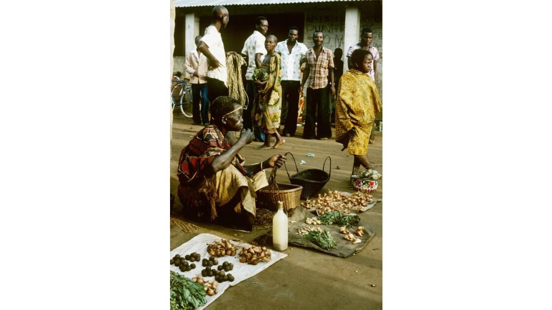 Congo 70  Plateaux Téké Le marché de Lékana 4