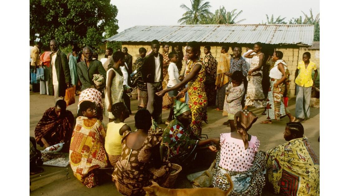 Congo 70  Plateaux Téké Le marché de Lékana 7