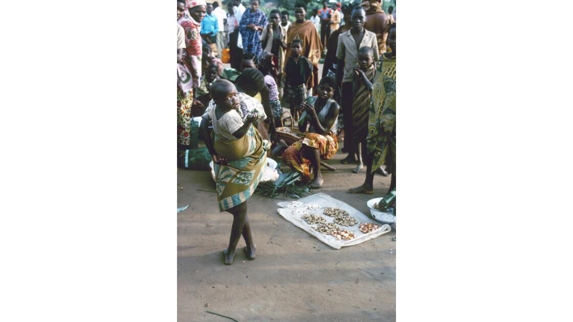 Congo 70  Plateaux Téké Le marché de Lékana