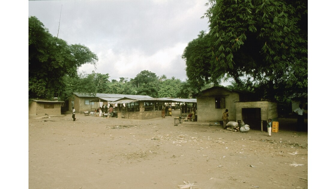 Congo 70  Plateaux Téké Le marché de Lékana 9*