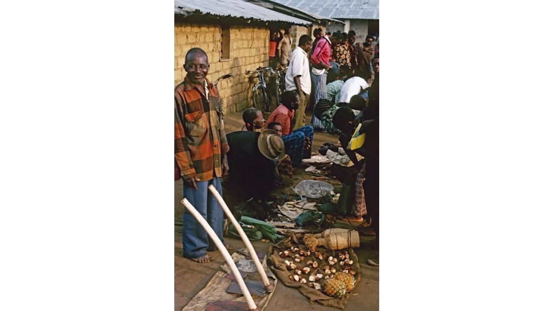 Congo 70  Plateaux Téké Le marché de Lékana 10