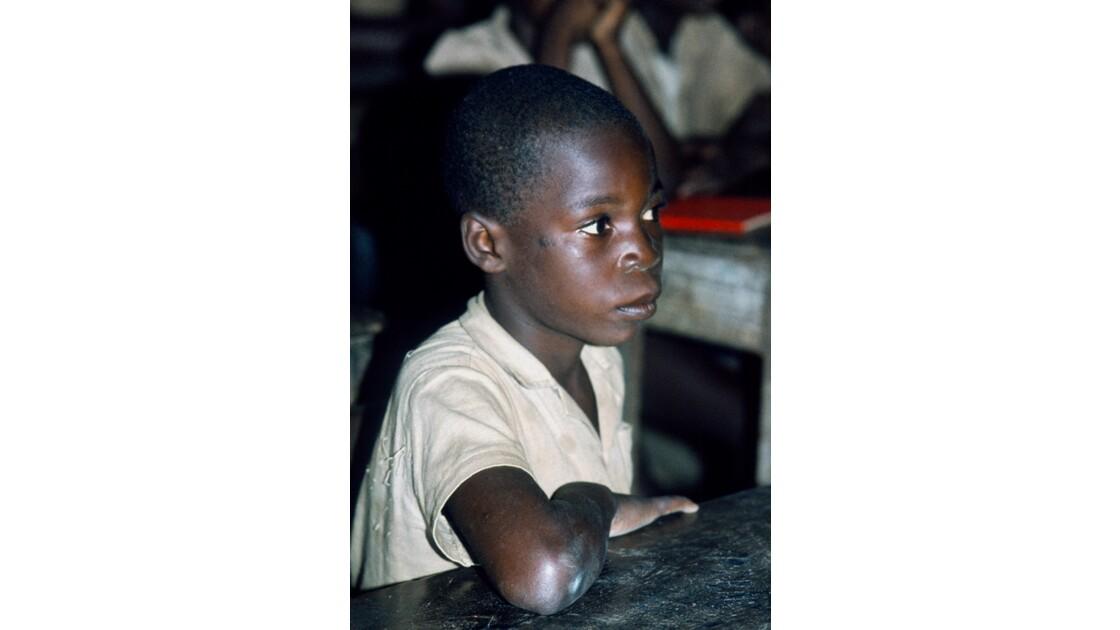 Congo 70  Elève dans une école de Djambala
