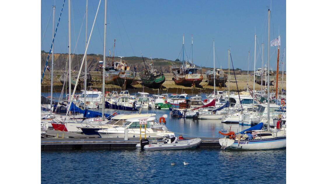 Le cimetière de bateaux du Sillon à Camaret-sur-Mer