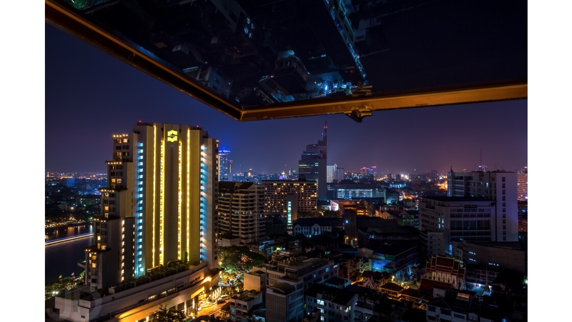 Bangkok de nuit, vue de notre chambre d'hôtel située au 28ème étage d'un superbe hôtel