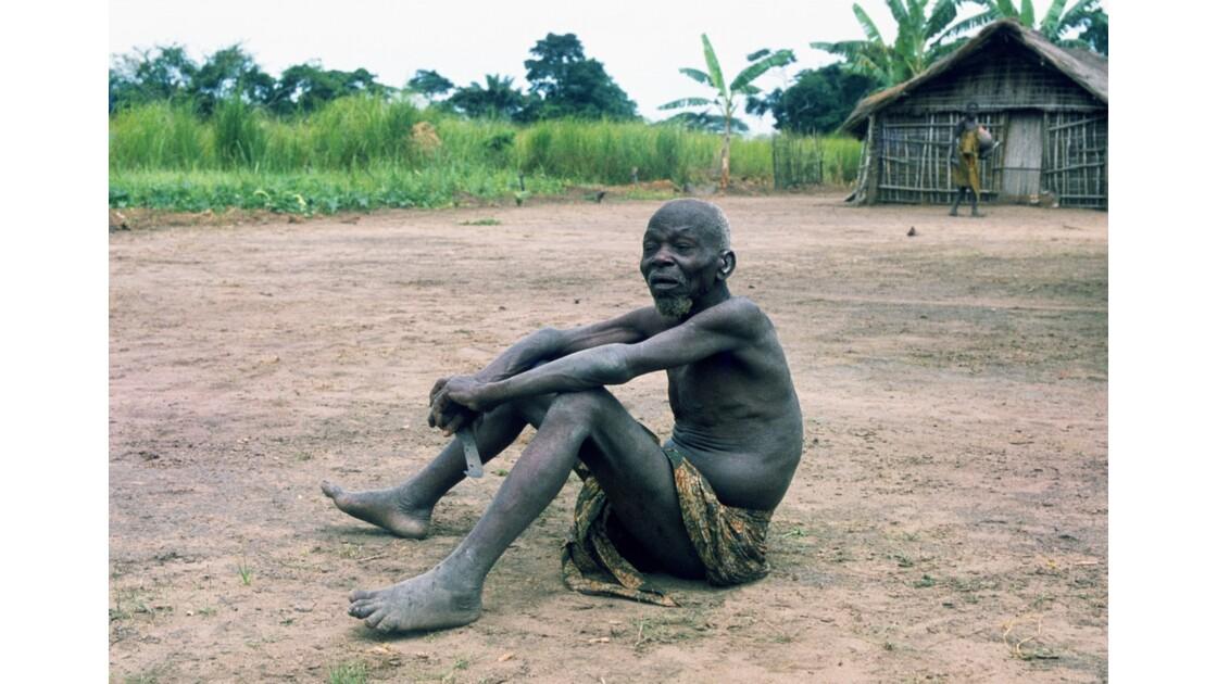 Congo 70  Plateaux Téké vieux sage 2