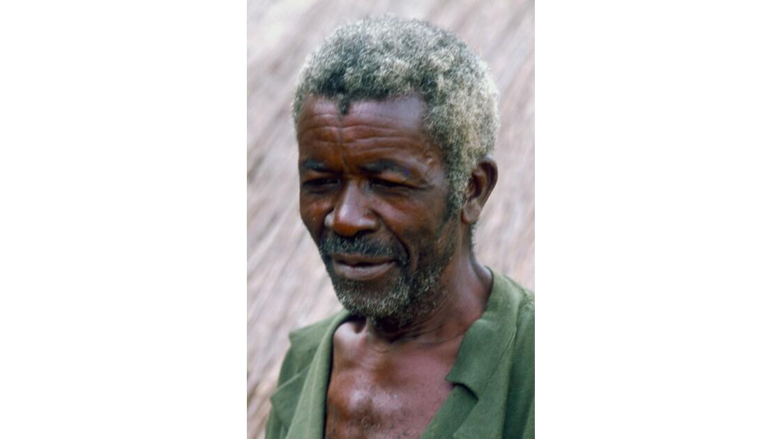 Congo 70 Villageois entre Djambala et Lékana 8
