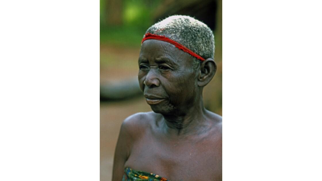 Congo 70 Villageoise entre Djambala et Lékana 1