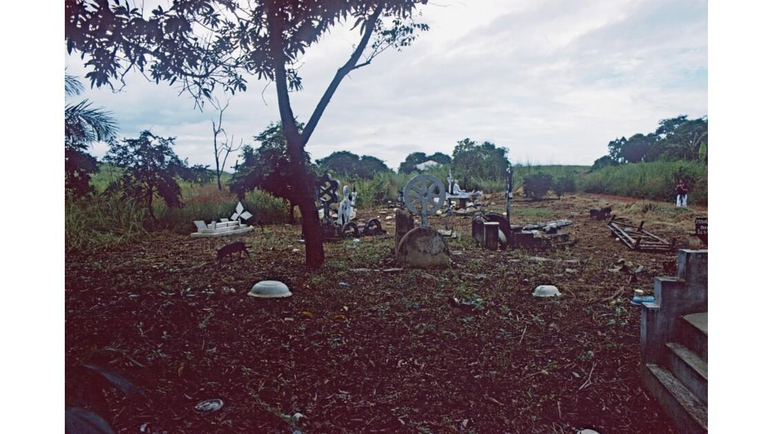 Congo 70 Cimetière dans le Mayombe 2