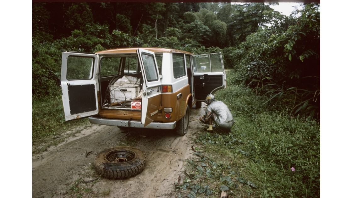 Congo 70 Crevaison dans le Mayombe