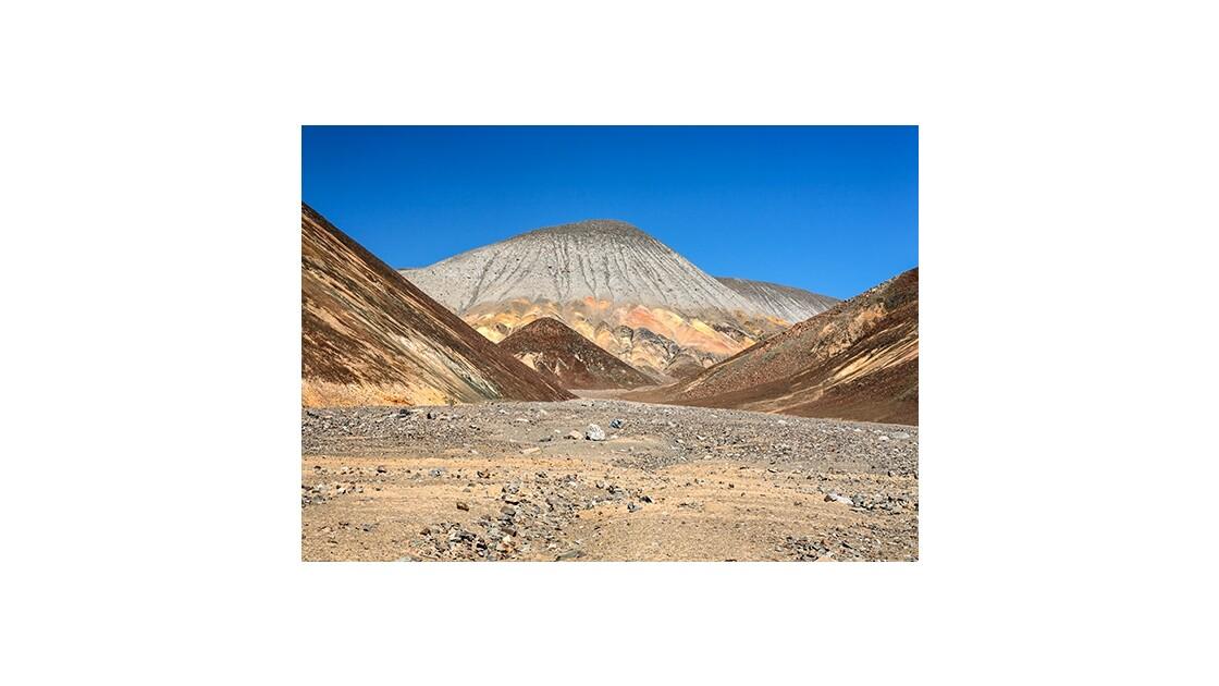 Nuances minérales dans le désert d'Atacama