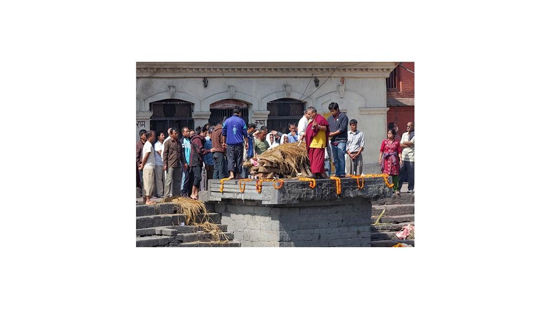 Incinération d'un proche au Népal