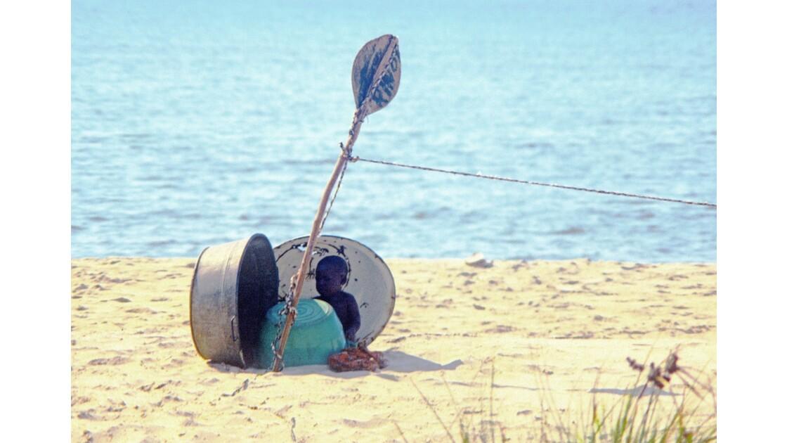 Congo 70 Baie de Loango A l'abri du soleil 4