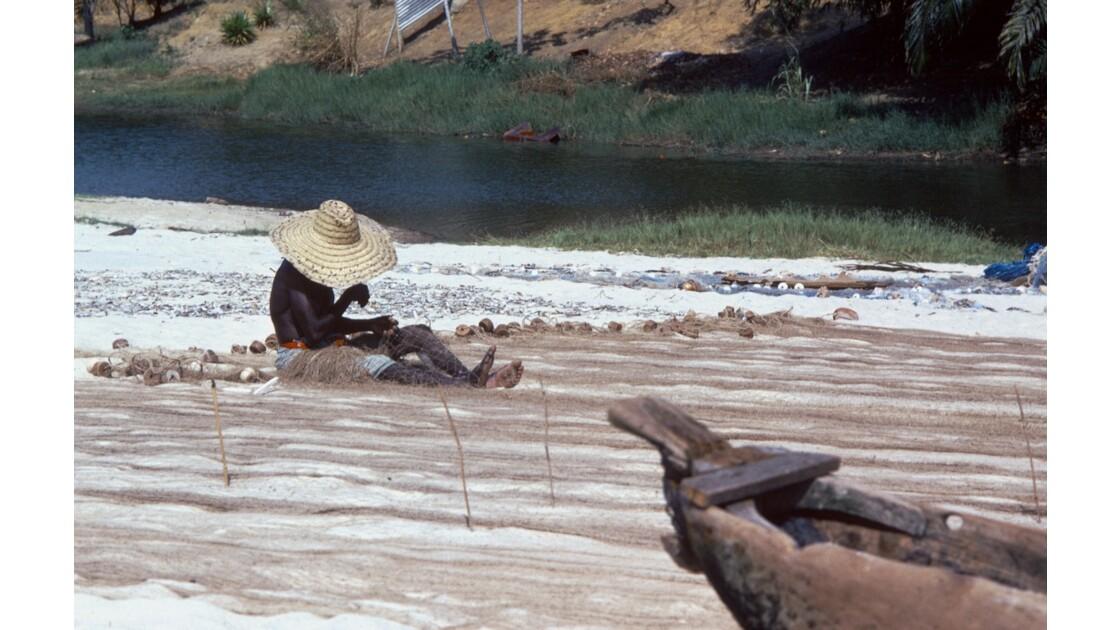 Congo 70 Baie de Loango réparation des filets 4