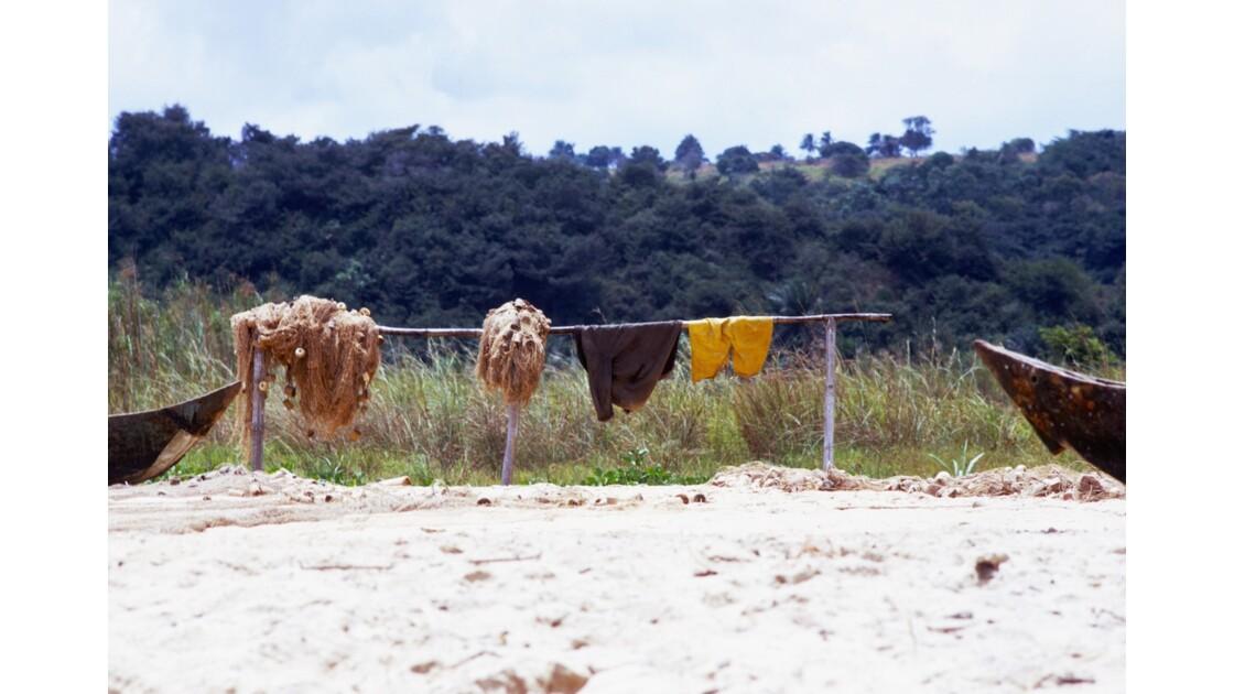 Congo 70 Baie de Loango séchage des filets
